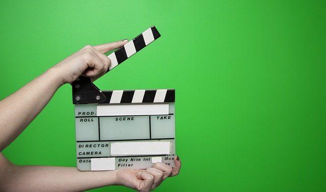 צילום סרט תדמית באולפן עם מסך ירוק
